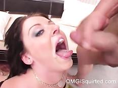 Грудастая брюнетка Sophie Dee сквиртует во время секса с мужиком