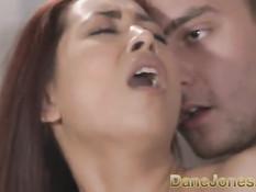 Нежная девушка с бритой писей Paula Shy трахается со своим парнем