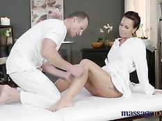 Сделал эротический массаж и оттрахал грудастую женщину с тату