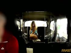 Водитель ебёт горячую блондинку с большой грудью Brooklyn Blue