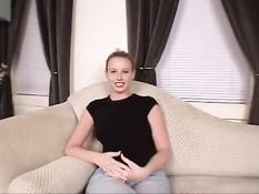 Юная грудастая блондинка Николь сосёт и ебётся на порно кастинге