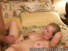 Нарезка семяизвержений на грудастую порно модель Naughty Allie