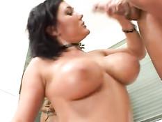 Порно актрисы делают мужикам минет и дрочат большими сиськами