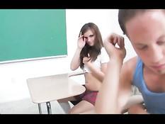 Отодрал в аудитории и залил спермой горячую студентку Lily Carter