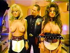 Мужчина извращенец порет и трахает двух грудастых секс рабынь