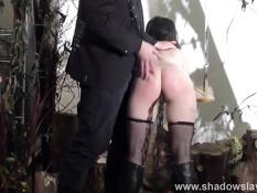 Господин отхлестал на качелях и отъебал молоденькую секс рабыню