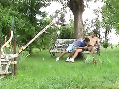 Горячие аргентинские геи целуются и трахаются на скамейке в саду