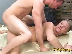 Голубые друзья отсасывают друг другу и ебутся на порно кастинге