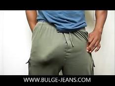 Возбуждённый гомосексуалист через штаны щупает здоровый член