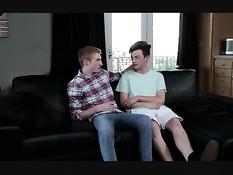 Молодой гей отсосал член новому приятелю и дал оттрахать в анус