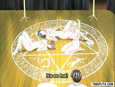 Парень и светловолосая женщина с членом трахают хентай девушек