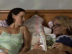 Пожилая лесбиянка Melissa Monet занимается любовью с подругой