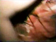 Любительница с волосатой пиздой сосёт мужику член и ебётся раком
