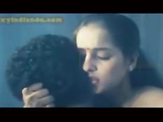 Застенчивая индийская девушка занимается сексом со своим парнем