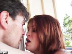 Грудастая рыжая тёлка Bree Daniels отсасывает и ебётся с мужиком