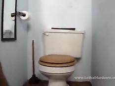 Сисястая девка Natasha Nice мастурбирует в туалете и делает минет
