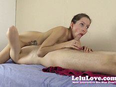 Умелая Lelu Love ложится на парня сверху и делает минет в позе 69