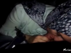 Турецкая девушка в платке делает сладкий минет своему мужчине