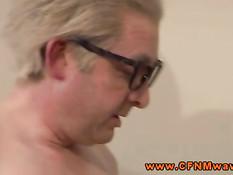 Две горячие блондинки дрочат член и делают минет старику в очках