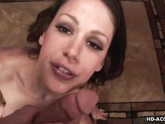 Горячая мамочка McKenzie Lee дрочит сиськами и трахается с парнем