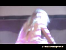 Две обнажённые девицы ласкают друг дружку на сцене секс шоу