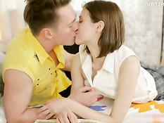 Молодой человек оттрахал в разных позах свою худую подружку