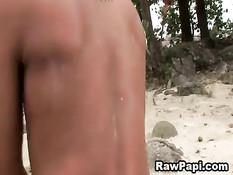 Латинский гей лижет любовнику очко и ебёт в анус на берегу реки