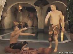 Обнажённый гей сделал эротический массаж с маслом и подрочил