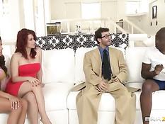 Чёрный и белый мужчины ебут девушек Ariella Ferrera и Sarah Blake