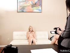 Брюнетка Vanilla DeVille снимает порно с парнем и Carmen Callaway