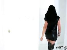 Брюнетка в латексном платье Lolly Badcock ебётся с худым парнем