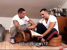 Геи спортсмены отсасывали друг другу и трахались в очко в комнате
