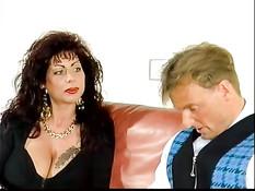 Немецкая фрау Gina Colany отсосала мужику и подрочила сиськами