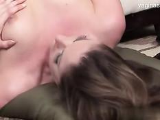 Грудастые зрелые лесбиянки втроём занимаются страстным сексом