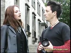 Незнакомая немецкая девчонка сосёт и трахается после фотосессии