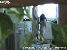 Скрытая камера снимает как жена занимается сексом с сантехником