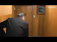 Грудастая японка пытается соблазнить парня и ебётся с мужчиной