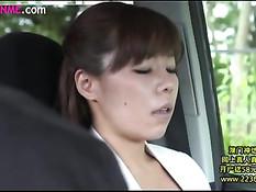Похотливая японская жена занимается сексом со своим любовником
