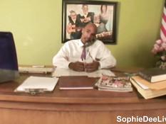 Негр отъебал большим хуем сисястых Gianna Michaels и Sophie Dee