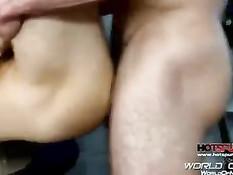 Парень отсасывает член на гей порно кастинге и даёт ебать в анал