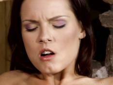 Брюнетки лесбиянки нежно целовались в губы и отлизывали киски