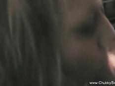 Итальянская блондинка с удовольствием делает бойфренду минет
