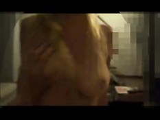 Взял в руки видеокамеру и снял сиськи прыгающей на хую девки