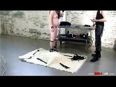 Мужчина оттрахал беременную секс рабыню на поводке Violet Blue