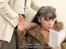 Молодой курьер привёз письмо и оттрахал пожилую русскую даму