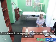 Похотливый врач отодрал молодую блондинку на койке в клинике