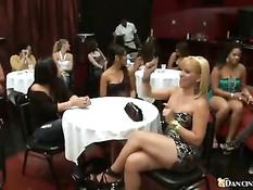 Девушки отсасывают член приглашённому на девичник стриптизёру