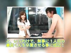 Заботливая японская медсестра подрочила парню член и отсосала