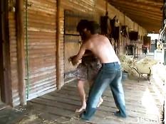 Паренёк связал руки грудастой брюнетке и оттрахал сучку на сене