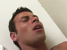 Облизал задницу горячему бразильскому гею и засадил хуй в очко
